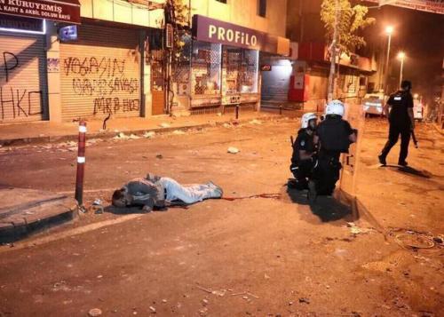 [Polis şiddeti devam ediyor: son 48 saat içerisinde yitirdiğimiz iki yeni can, Uğur Kurt (21 Mayıs 2014) ve Ayhan Yılmaz (22 Mayıs 2014), kentlerimizde ivme kazanan devlet şiddetinin son bedelleri oldu.]